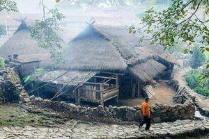Làng du lịch nổi tiếng với nhà rơm- 'bộ lạc nguyên thủy' cuối cùng bị lửa biến thành tro