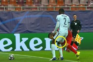 Màn tiểu xảo có một không hai của Luis Suarez với Antonio Rudiger