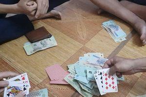 Khởi tố nhóm cán bộ xã về tội đánh bạc
