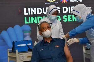 Thủ tướng Malaysia tiêm vắc-xin phòng Covid-19