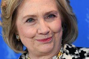 Bà Hillary Clinton rẽ hướng sang viết tiểu thuyết thần bí