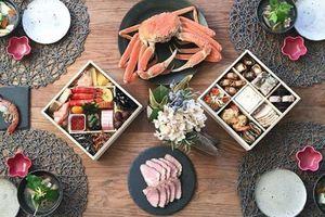 'Chiêu' đơn giản tạo vẻ đẹp sống động cho bữa tiệc tại nhà nhờ cách phối màu bàn ăn cực chuẩn
