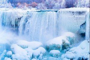 Vẻ đẹp của thác nước lớn nhất Bắc Mỹ trong băng tuyết