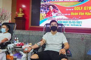 Văn Hậu tham gia hiến máu tình nguyện: 'Hãy cứ hiến máu đi, đừng sợ Covid-19'