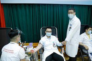 Ngày hội blouse trắng hiến máu vì người bệnh