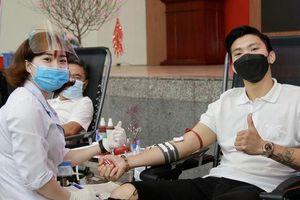 Đoàn Văn Hậu lần đầu 'chia sẻ những giọt máu để giúp đỡ những người đang cần'