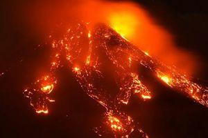 Kinh ngạc cảnh núi lửa hoạt động mạnh nhất Châu Âu phun trào