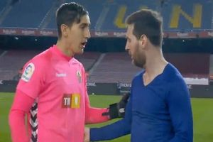 Hành động của Messi khiến thủ môn Edgar Badia của Elche sốc
