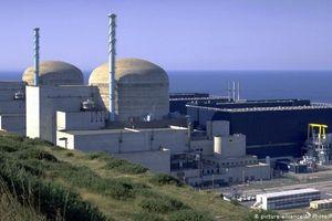 Pháp 'bật đèn xanh' kéo dài hoạt động nhà máy điện hạt nhân lâu đời