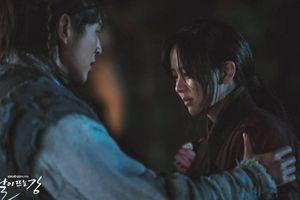'Sông đón trăng lên': Kim So Hyun lấy lại ký ức nhưng đau lòng hơn khi vua cha lại ngỡ cô là ma