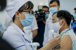 Việt Nam tiêm thử nghiệm Nanocovax giai đoạn 2 ngừa COVID-19