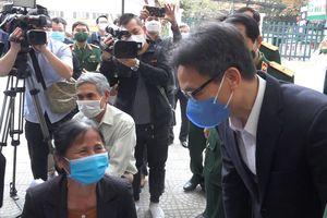 Phó Thủ tướng thăm tình nguyện viên tiêm vaccine COVID-19