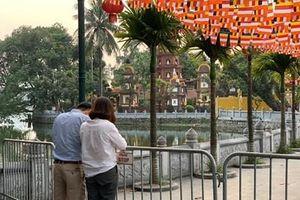 Đền, chùa ở Hà Nội vắng lặng ngày Rằm tháng Giêng