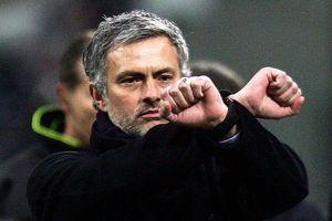 Mourinho không thể mãi chờ cái còng tay