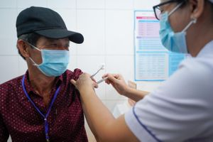 Việt Nam bắt đầu tiêm thử nghiệm vaccine Nano Covax giai đoạn 2