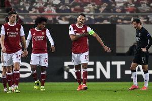 Aubameyang tỏa sáng, Arsenal vất vả đi tiếp tại Europa League