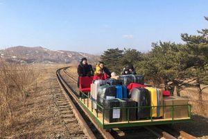 Nhà ngoại giao Nga rời Triều Tiên bằng xe đẩy hàng do COVID-19
