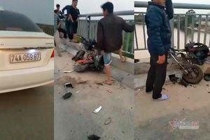 Ô tô đâm loạt xe đạp điện trên cầu, học sinh ở Quảng Trị rơi xuống sông tử vong