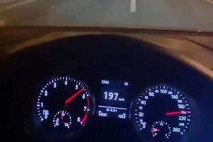 Khoe phóng xe 200km/h, tài xế lĩnh cái kết 'đắng lòng'