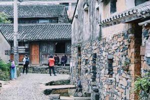 Ngôi làng đá nguyên thủy 700 năm ở Trung Quốc ít người biết đến