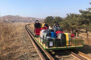 Nhà ngoại giao Nga tự đẩy xe goòng rời Triều Tiên về nước