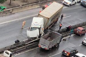 Vành đai 3 trên cao tê liệt sau khi xe container tông dải phân cách