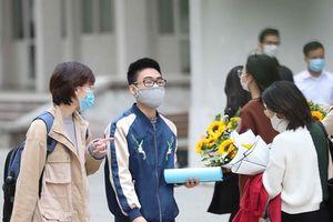 Học sinh Hà Nội đi học lại từ 2/3, đeo khẩu trang đúng cách