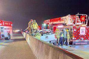 Mỹ: Ngồi trong xe hơi, 1 phụ nữ bị lốp xe văng trúng tử vong