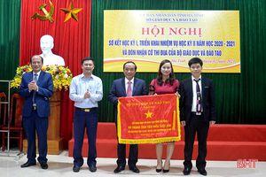 Sở GD&ĐT Hà Tĩnh đón nhận cờ dẫn đầu phong trào thi đua 'Đổi mới, sáng tạo trong dạy và học'