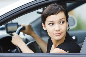 Kỹ năng lùi ôtô trên đường hẹp mà tài xế cần biết