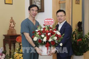 Thông tấn xã Việt Nam chúc mừng một số đơn vị y tế tuyến Trung ương và Hà Nội