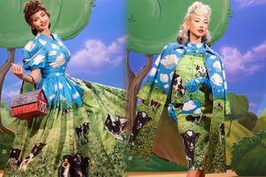 Thiên thần nội y Miranda Kerr 'xấu lạ' khi hóa thân thành cô nàng chăn bò trong show thời trang