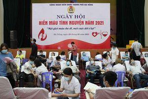 Hiến máu tình nguyện hỗ trợ các địa phương chống dịch