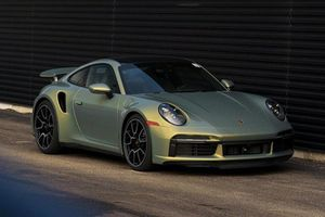 Porsche 911 Turbo S 'kịch độc', riêng màu sơn hơn 2 tỷ đồng