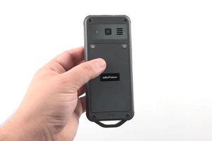 Điện thoại chống nước, chống va đập, pin 'trâu', giá 1,16 triệu đồng