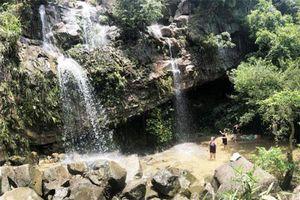 Ghé thăm 3 thác nước làm 'mê lòng người' ở Quảng Ninh