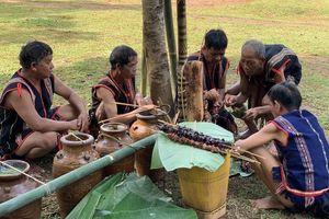Lễ cúng nước giọt của người Rơ Ngao ở Kon Tum