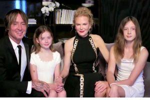 Hai con gái Nicole Kidman hiếm hoi xuất hiện