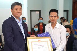 Lãnh đạo Hà Nội trao bằng khen, tiền thưởng cho tài xế Mạnh