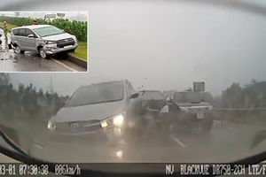 Xe Innova mất lái gây tai nạn liên hoàn trên cao tốc Hà Nội - Thái Nguyên