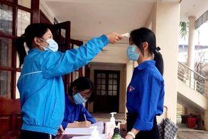 Thái Nguyên: Hướng dẫn học sinh đeo khẩu trang trong lớp học
