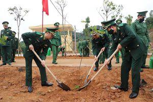 Học viện Biên phòng ra quân hưởng ứng 'Tết trồng cây đời đời nhớ ơn Bác Hồ'