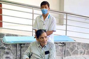 Thương Tín xuất viện, NSND Kim Cương trao 100 triệu đồng hỗ trợ