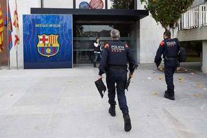 Vì sao cựu Chủ tịch Barcelona bị cảnh sát bắt giữ?