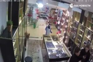 Sự thật bất ngờ vụ trẻ con cướp nữ trang 'nhanh như chớp' ở Nga