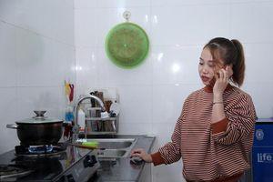 Hành động đặc biệt của anh Nguyễn Ngọc Mạnh với người phụ nữ lừa đảo trên cầu