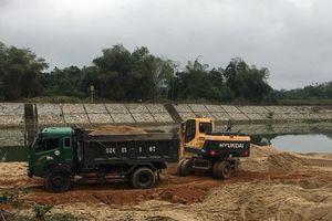 Hà Tĩnh: Lợi dụng phong hóa, Công ty Như Nam khai thác hàng trăm m3 cát