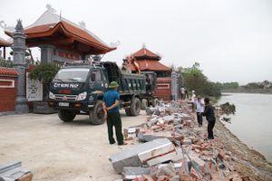 Tháo dỡ công trình vi phạm lấn chiếm hành lang bờ kè Sông Trí