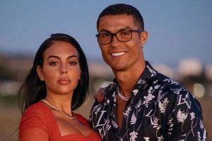 CLIP: Bạn gái Ronaldo kém xa vợ Rooney trong Top 10 nàng WAGs giàu nhất thế giới