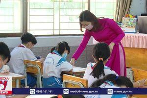 Học sinh TP.HCM đi học trở lại
